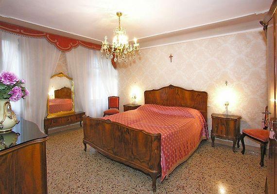 ROMANTIC VENICE HOTEL, VENICE - Room Rates from €231